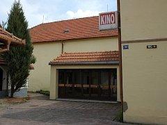 Budova kina Jas ve Slavkově u Brna není v dobrém stavu. Město řeší co s ní bude dál.