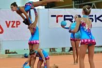 Moderní gymnastky se ve Vyškově utkaly v tradičním Trasko Cupu ve společných skladbách. Na snímku je družstvo starších nadějí domácího SK Trasko, které svoji kategorii vyhrálo