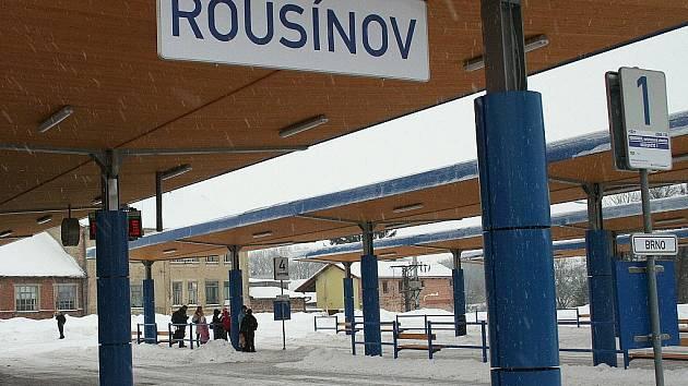 Rousínovské autobusové nádraží.