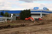Rousínovská pobočka firmy EDP staví parkoviště pro čtyři stovky parkovacích stání.