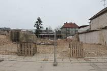 Tři domy na náměstí v Ivanovicích na Hané se rozhodlo vedení města zbourat