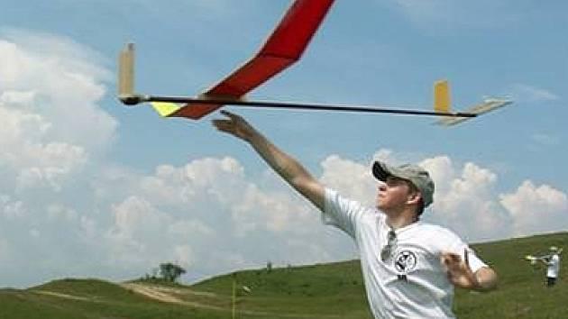 Modeláři letadel z Vyškovska se pokusí na světovém mistrovství v Rumunsku navázat na dva roky starý úspěch svého kolegy vicemistra Evropy Lukáše Ondáka (na snímku).