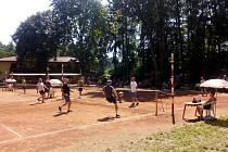 Nádherný sportovní areál u koupaliště U Libuše v Lulči opanovali nohejbalisté. Třetí pohár Pohody patří mužstvu Master.
