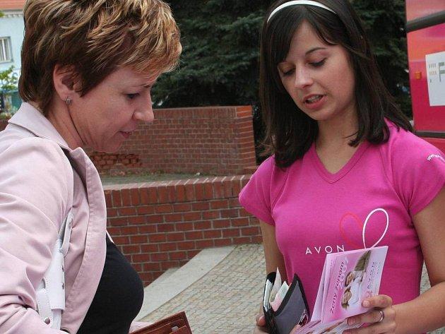 Jedno z jednatřiceti měst. Do Slavkova u Brna včera dorazila Růžová jízda. V dalších dnech navštíví na jižní Moravě také Kyjov, Břeclav či Znojmo.