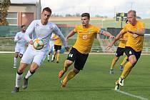 V 10. kole Moravskoslezské ligy porazil domácí MFK Vyškov (bílé dresy) nováčka soutěže Slovan Rosice 2:1.