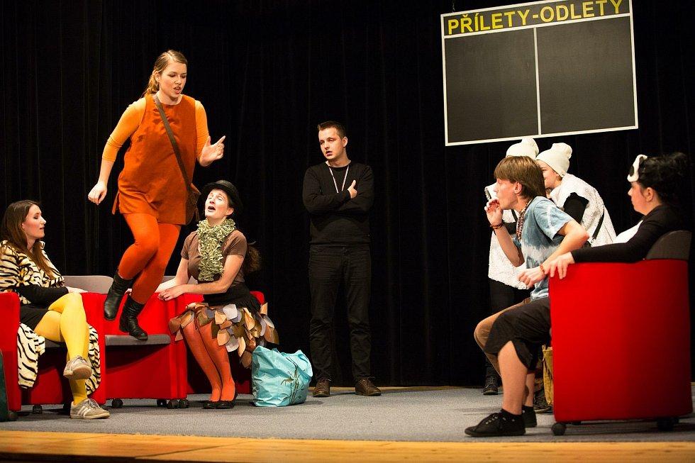 Křenovičtí ochotníci a fotografie z představení Lišky nelžou.