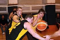 Vyškovští basketbalisté v utkání s Vysočinou.