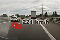 Po dálnici D1 se řítil rychlostí 221 kilometrů v hodině.