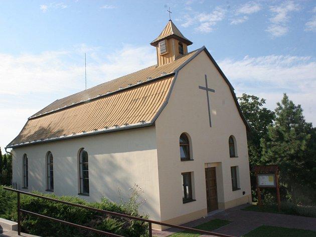 Opravená kaple v Ježkovicích.