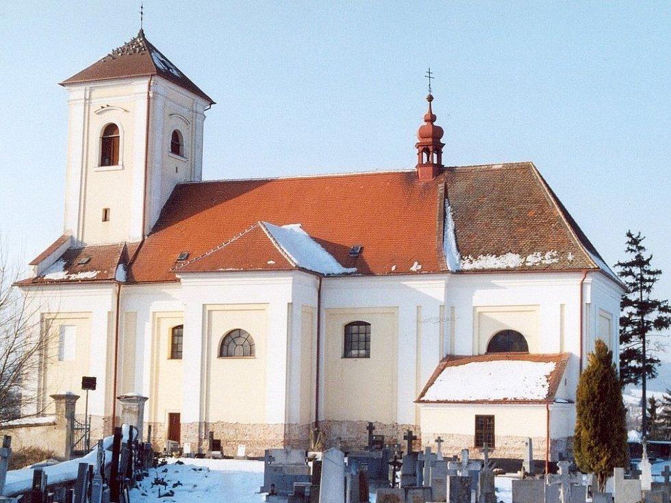Kostel svatého Václava v Rousínovci.