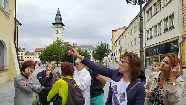 Dvě desítky zájemců o historii Vyškova se účastnily naučené vycházky pořádané tamní knihovnou.
