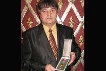 Stanislav Ševčík působí u vyškovské policie už osmadvacet let. Stejně jako několik dalších mužů se v úterý zúčastnil slavnostního ceremoniálu přebírání ocenění v obřadní síni vyškovské radnice.
