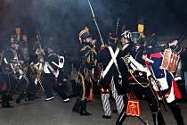 Na dávnou bitvu tří císařů zavzpomínali i lidé ve Zbýšově. Kromě zhlédnutí šarvátky, kdy Francouzi z obce vytlačili Rakušany, se vydali v průvodu k památníkům padlých nejen v napoleonských, ale i dvou světových válkách.