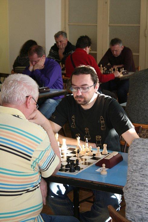 """V tradičním šachovém turnaji """"Loučení se starým rokem"""", který ve Vyškově pořádá místní klub MKS, zvítězila úřadující mistryně republiky žen Lenka Kulovaná."""