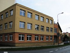 Strážníci se přestěhují do nové služebny v bývalém okresním stavebním podniku v Žižkově ulici.