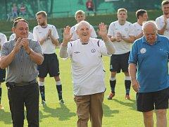 K devadesátým narozeninám se dostalo Janu Nedělníkovi ocenění také od představitelů MFK Vyškov.