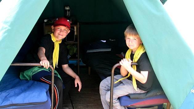 Tématem letošního tábora jsou upíři. Děti proto v celotáborově hře sbírají krev do zkumavek.