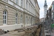 Na Masarykově náměstí ve Vyškově pokračují rozsáhle opravy.