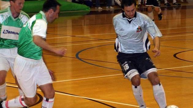 V zaplněné hale Základní školy Purkyňova předčily při posledním zápase futsalové sezony Drnovice svého rivala z Vyškova .