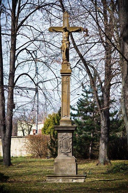 Jeden znestarších dochovaných pamětních křížů se nachází na starém hřbitově vIvanovicích na Hané.