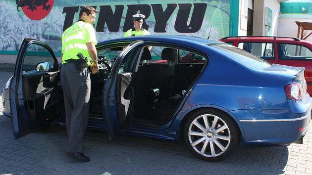 Redaktor Vyškovského deníku Rovnost vyrazil s policejní hlídkou na mezinárodní silnici I/50. Preventivně bezpečnostní akce měla za cíl upozornit řidiče, že s policejními passaty se nemusí potkávat jen na dálnici.