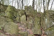 Skalka poblíž Habrovan budí pozornost odedávna. Podle spisovatelky Jaroslavy Říhové má magický charakter.