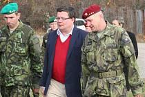 Ministr obrany Vondra navštívil vyškovské vojáky - ilustrační foto.