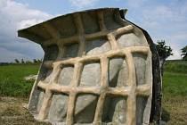 V lokalitě U Lipky poblíž Manerova se rozhodli postavit cvičně zatím největší formu sochy Moai. Lidé z občanského sdružení Manner chtějí kromě nácviku samotné stavby, sledovat i reakce lidí.