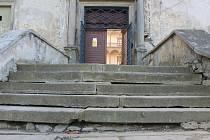 Hlavní schodiště při vstupu do bučovického zámku se dočká rekonstrukce.