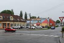 Narovnání vyškovské Havlíčkovy ulice pomocí přeložky je v plánu už desítky let. O možnosti se začalo uvažovat v sedmdesátých letech. Za vykoupené, případně směněné pozemky už radnice utratila okolo deseti milionů korun.