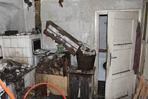 Dobrovolná a profesionální jednotky hasičů zasahovaly u požáru rodinného domu v Rychtářově, kde došlo vlivem požáru ke zborcení stropu.