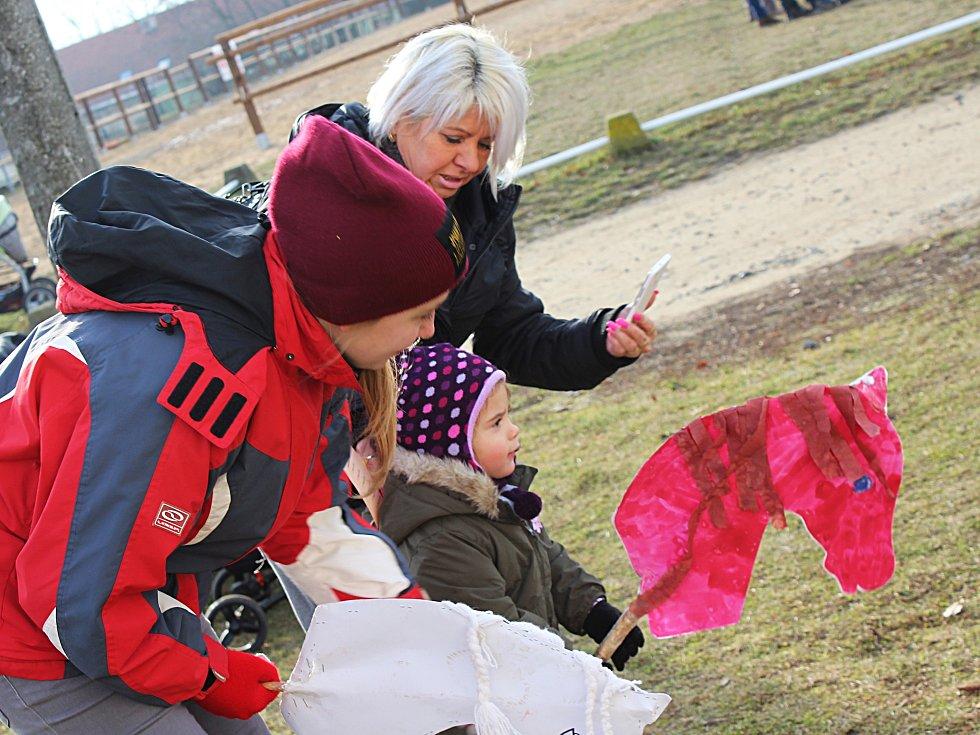 Vánoční nadílka ve stáji pořádaná vyškovským Sdružením Piafa nebyla jen o koních. Spoustu zábavy si při ní užily i děti.