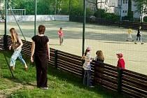Hřiště budou otevřená dětem díky projektu Asistent pro volný čas.