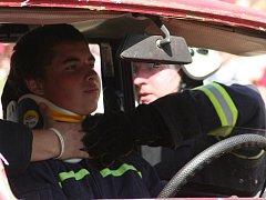 Ukázky nejrůznějších zásahů předvedli dětem ve Vyškově členové hasičských sborů z regionu.