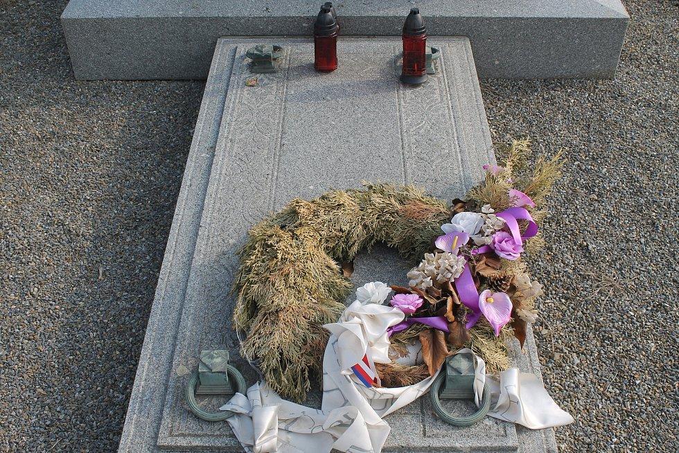 Pomník obětem bitvy tří císařů.