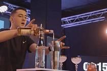 Student ze Slavkova objíždí barmanské soutěže.