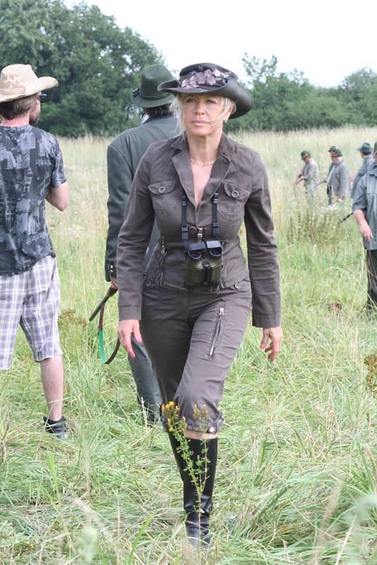 Tradiční akce s názvem Olšany open na Farmě Bolka Polívky (na snímku herečka Jana Švandová) se letos nesla ve znamení veřejného natáčení filmu Hon. Bohatý program vyvrcholil jeho premiérou.