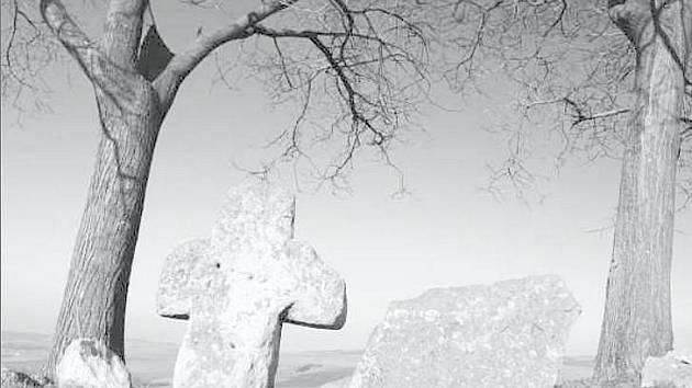 SMÍRČÍ KŘÍŽ. Památka na Zlaté hoře u Křenovic měla podle tradice vziknout už v dobách Velké Moravy.