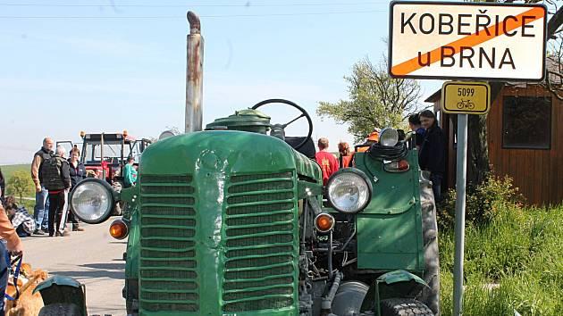 Kobeřice u Brna v sobotu ráno ovládl pátý ročník jízdy traktorů.