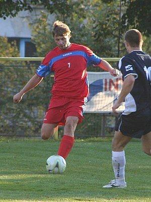 Ani nová akvizice Vyškova Aleš Látal (u míče) nedokázal zabránit prohře na půdě Hrušovan.
