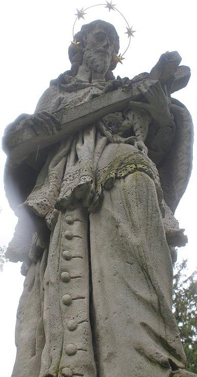 Sousoší svatého Jana Nepomuckého.
