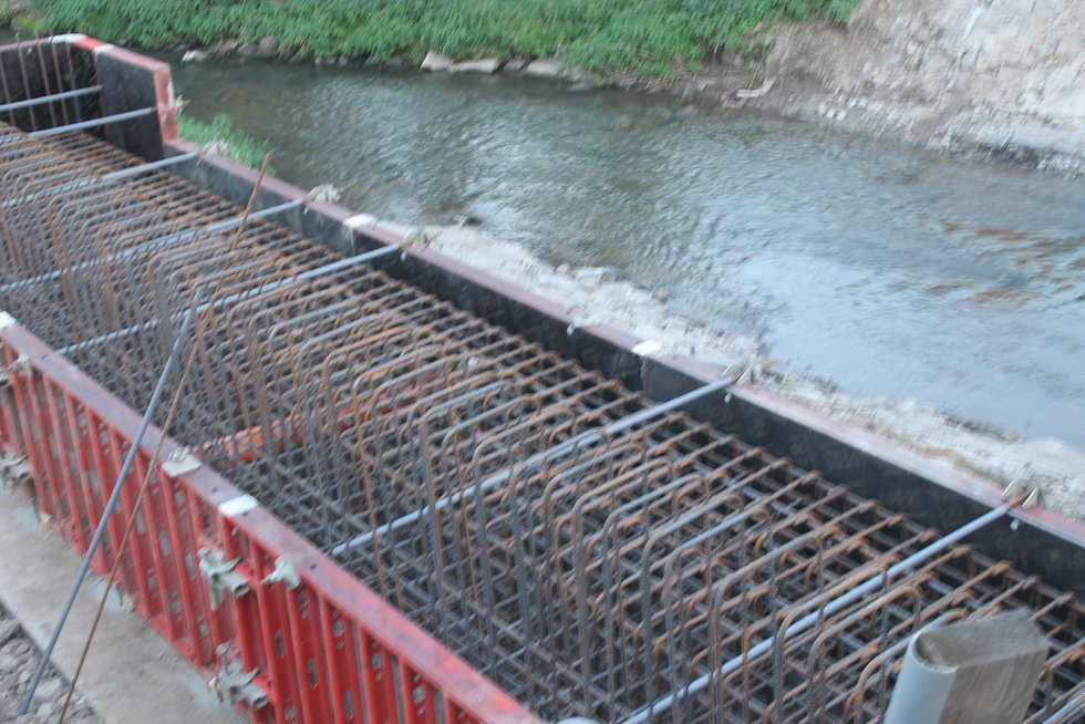 Přestavba mostu přes Hanou skončí až v prosinci.