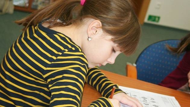 Děti rozvíjejí zábavnou formou svůj intelekt v Knihovně Karla Dvořáčka ve Vyškově.