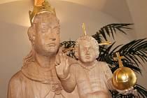 Zrestaurovaný originál sochy Panny Marie s Ježíškem umístěný v rousínovské místní části Rousínovec