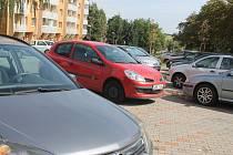 Díky tomu, že se v uplynulých letech zvýšil počet parkovacích míst na Sídlišti Osvobození ve Vyškově o čtvrtinu, zlepšila se tam i průjezdnost.