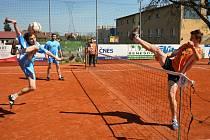 Ve druhé lize nohejbalistů prohrál Šacung Benešov B na svém kurtu s Holubicemi 4:6.