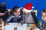 Sníh nahradily bubliny. Děti malovaly přání Ježíškovi