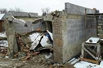 Po destrukci garáže zavalily muže sutiny.