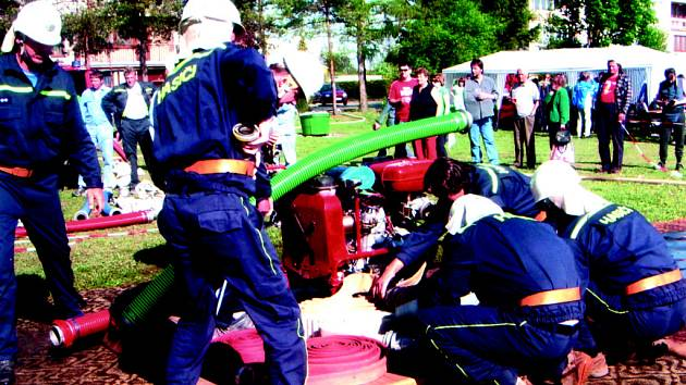 VÝCVIK. Také dobrovolní hasiči z Moravských Málkovic se musejí udržovat ve formě na soutěžích a cvičeních.