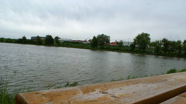 Město hodlá pro Vyškovany v okolí Kačence vytvořit odpočinkovou zónu. Letos pokračuje pravým břehem.